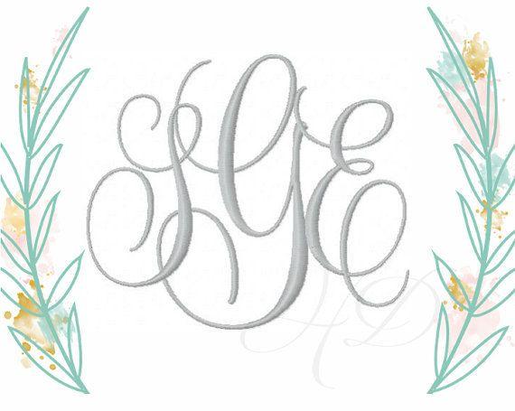Per un pacchetto scontato per il tipo di carattere di Evie si prega di negozio: WWW.HERRINGTONDESIGN.COM  Come una giovane ragazza ho usato per amore il nome Evelyn. Il nome sempre mi ha ricordato una bellezza tranquilla, motivo per cui ho chiamato questo tipo di carattere Evie. Ha una tranquilla chic femminile che è umile e ancora sorprendente.  Questo set include lettere monogramma in 2 misure È il più grande set 5 alto e linsieme più piccolo è alto 4. Download immediato è disponibile per…