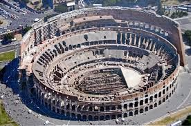 Wist u dat historici schatten dat in de loop der eeuwen tussen de 300.000 en 500.000 mensen in het Colosseum zijn gestorven. Los van alle dieren ....