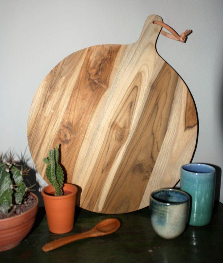 Mooie teakhouten broodplank uit India. Leuk voor in de keuken of als woondecoratie #www.woonstinsshop.nl #broodplank
