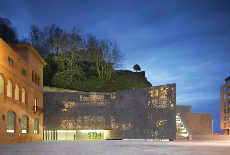 España. Ampliación del Museo de San Telmo, en San Sebastián. Obra de  Fuensanta Nieto y Enrique Sobejano. Foto: Roland Halbe, Fernando Alda