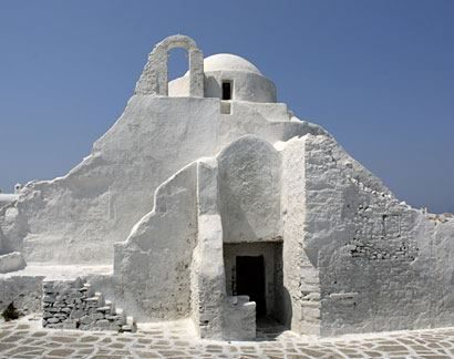 White chapels of the Aegean   Keyhole View: Beautiful minimal scenery approached with no decoration respect