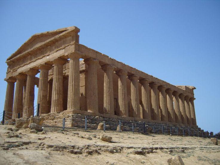 tempio della concordia ad agrigento: V secolo a. C. tempio periptero.