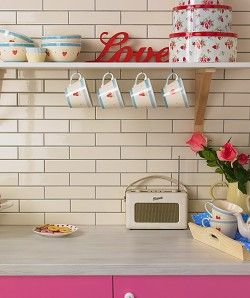 This Roberts Radio looks perfect in this pretty kitchen