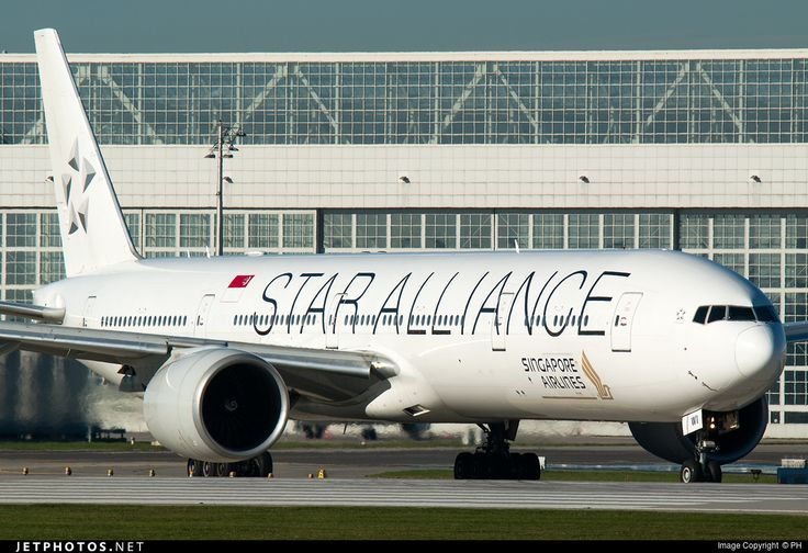 Singapore Airlines (SG) Boeing 777-312(ER) 9V-SWI aircraft, painted in ''(White) Star Alliance'' special colours Dec. 2011, skating at Germany Munchen International Airport. 02/11/2015.