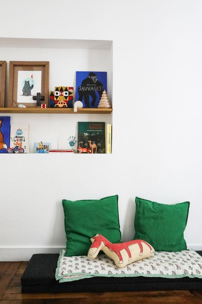 Chambre denfant crer un coin lounge propice la lecture dans la chambre dco de chambre sous les - Coin lecture chambre fille ...