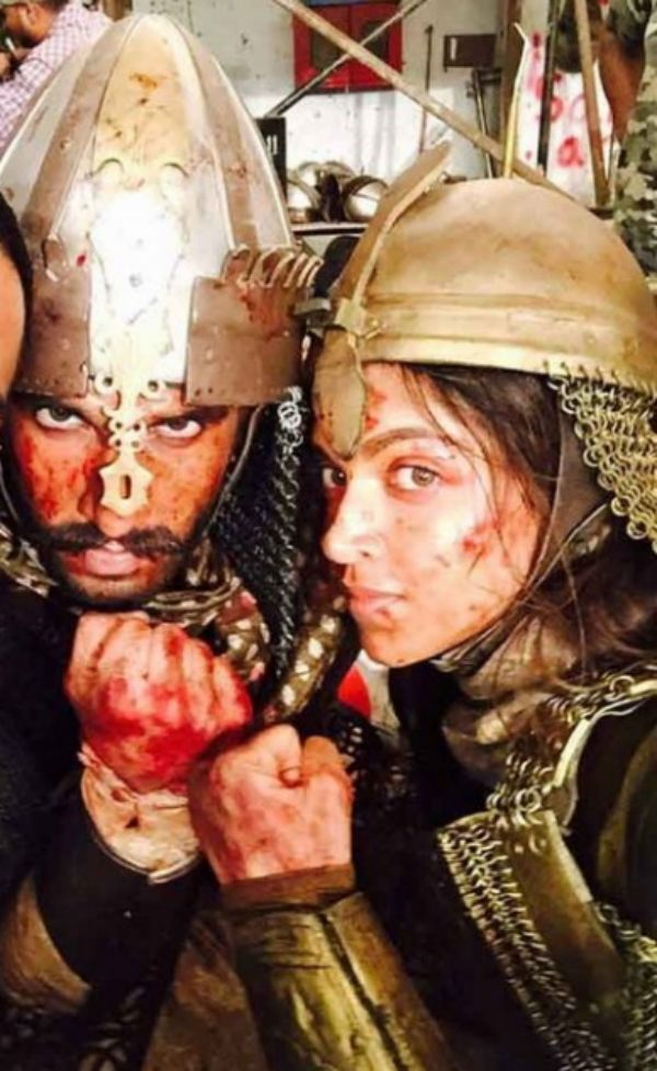 Bajirao Mastani's Ranveer Singh and Deepika Padukone pose for a warrior selfie- view pic!