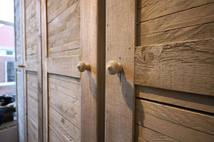 Scaffolding wood closet