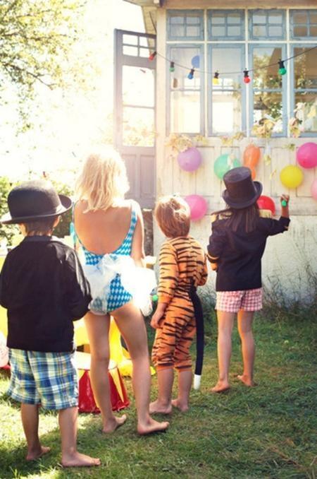 una refrescante y encantadora idea para una fiesta infantil scale partido a los globos viejos juegos