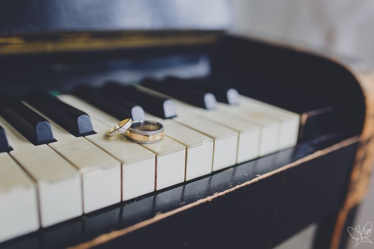 Old piano and wedding rings