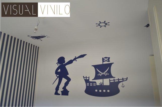 Ejemplo de vinilo decorativo infantil aplicado sobre paredes y techo con motivos marineros