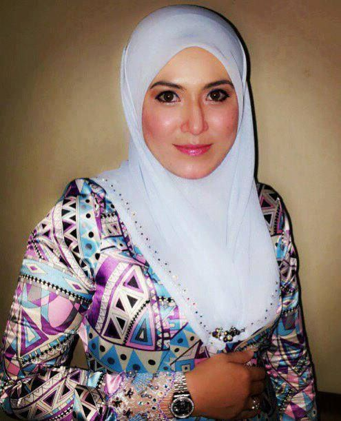 HOT Ngentot Gambar Bogel Aksi Gadis Tudung Melayu Lucah Pic 2 of 35