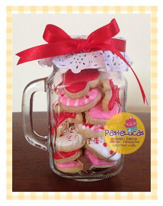 Los famosos Mason Jars llegaron a PasteLucas para este 14 de febrero!! Mason Jars con 23 galletas minis de mantequilla decoradas con roy...