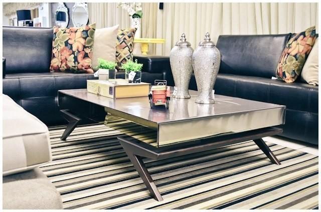 Conheça nossa seleção com 50 fotos de mesas de centro espelhadas para inspirar na sua próxima decoração.