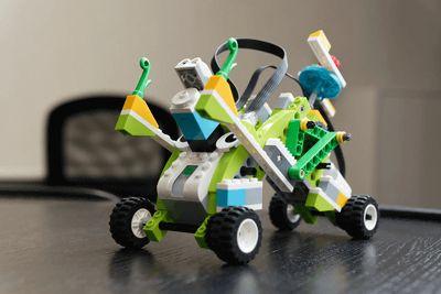 [本日の一品]大人もハマれる子供向け教材レゴの新しい形レゴ WeDo 2.0