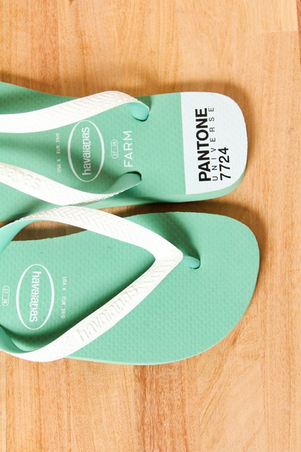 Havaianas made for the co-branding of Farm Rio and Pantone.