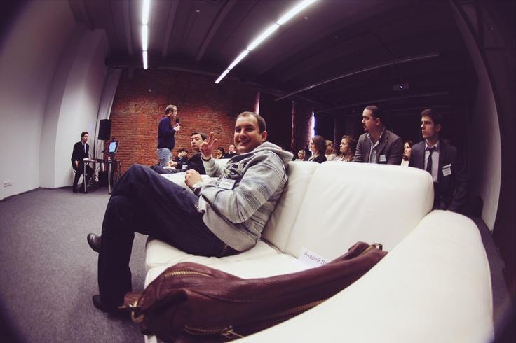 """Андрей Ледебев, креативный директор """"Далее"""", на конференции Digital для телекома (telecomdigital.ru)."""