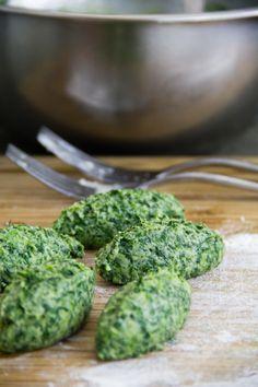 Gnudi di spinaci e ricotta con burro e salvia
