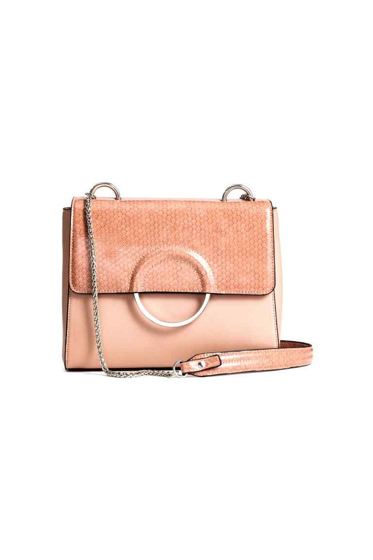 Shoulder bag: Shoulder bag in imitation leather with glossy snakeskin-patterned details, an imitation leather shoulder strap with a chain fastener and a flap with a metal ring and magnetic fastener. Three inner compartments, one with a zip. Lined. Size 7x18x24 cm.