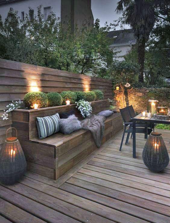 Trädäck med inbyggd soffa
