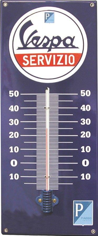 Thermomètre Vespa Servizio -Emaillé : Thermomètre décoratif rétro en émail avec inscriptionVespa Servizio. Idéal pour créer une ambiance vintage dans votre intérieur, votre maison, votre loft ou encore dans un garage ou pizzeria.