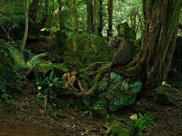 Chłopiec-leopard, Indie, 1912    Kiedy dzieciak ten miał dwa lata, został porwany przez grupę leopardów. Żył w ich towarzystwie przez kolejne trzy lata, aż do dnia, w którym myśliwi podczas jednej z leśnych eskapad zastrzelili jego przybranych rodziców. Leopardy osierociły trójkę potomstwa, wśród którego znalazł się chłopczyk.
