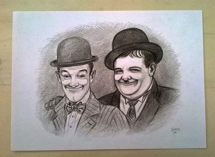 Catawiki, pagina di aste on line  Vitto - Stan Laurel & Oliver Hardy (2016) -  cm. 33x24
