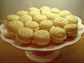 Vanilla Melting Moments by Rachel AllenEating Desserts, Melting Moments, Cooking Book, Cooking Recipe, Cookies Biscuits, Biscuits Recipe, Melted Moments, Sweets Treats, Vanilla Melted