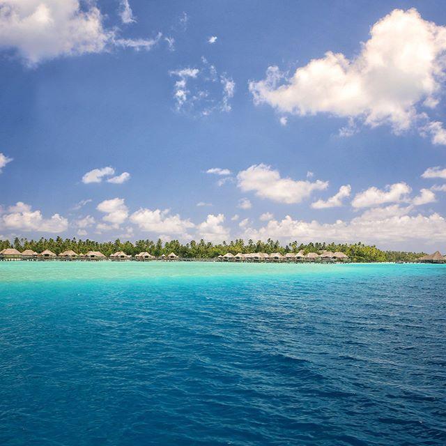 In the distance appears paradise 🏝 #borabora #island #paradise #southpacific #sun #beach #sunrise #amazing #dream #holidays #beautiful #bestvacations #photooftheday #picoftheday #photodujour #wedding #tahiti #polynesian #EdouardOTT #instagood