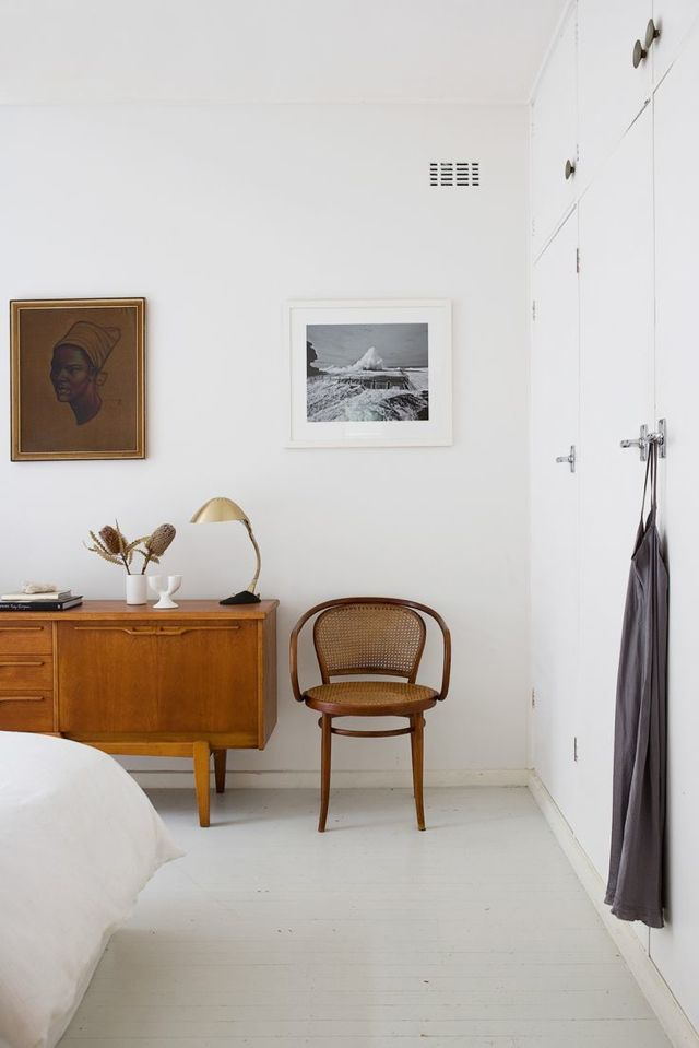 Dream mid century white bedroom