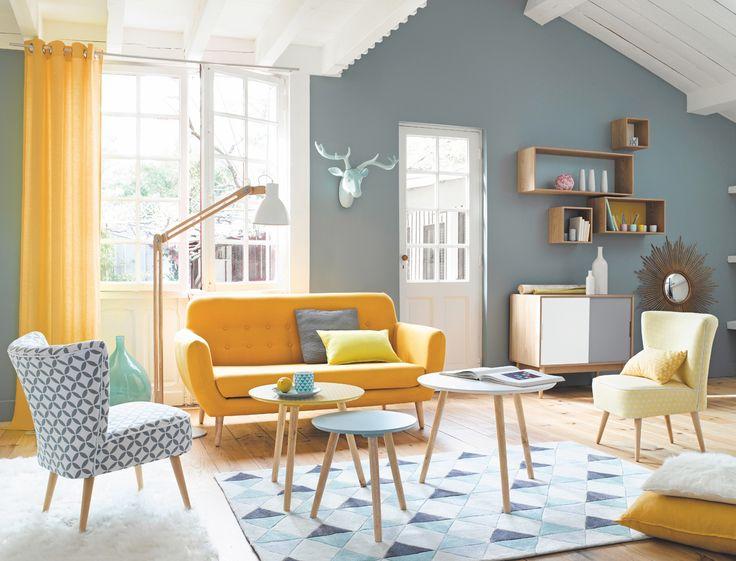 Pour créer chez soi une ambiance chaleureuse, lumineuse et joyeuse, on se laisse tenter par les codes de la déco nordique : bois blond, motifs géométriques,...
