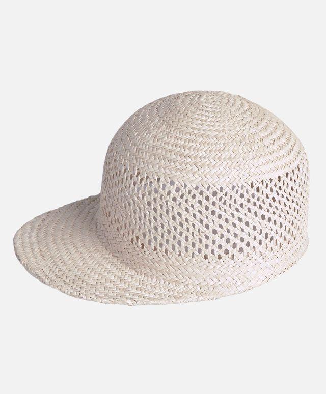 Słomkowy kapelusz, 119PLN - Ręcznie wykonany słomkowy kapelusz z daszkiem. 57 cm - Modowe trendy SS 2017 dla kobiet na stronie Oysho: bielizna, odzież sportowa, motywy etniczne i cygańskie, buty, dodatki, akcesoria i stroje kąpielowe.