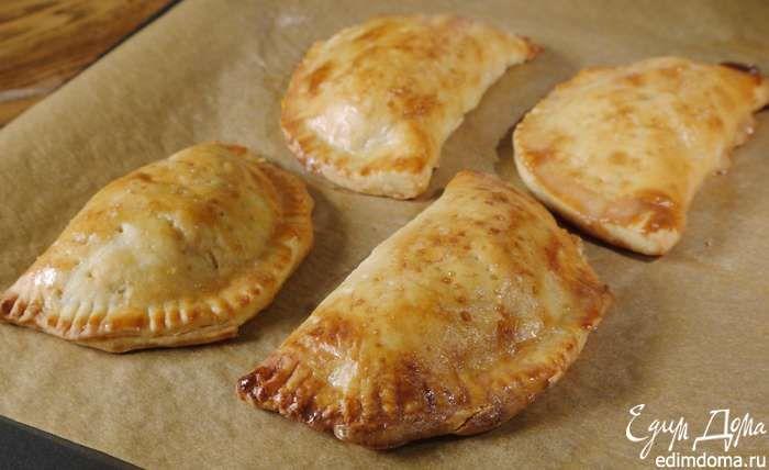 Пирожки с копченым лососем и рисом из песочного теста