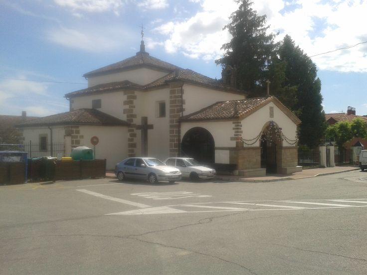 La Ermita de Nuestra Señora del Sopetrán. Alberga la talla de esta virgen, muy popular por estas tierras veratas, de estilo barroco.