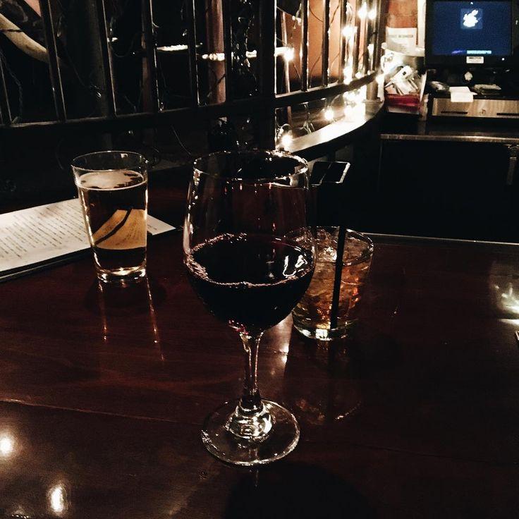 Enjoying our evening at Rabbit Hole 🐇 Выбрались с мужем, братом и родителями мужа в даунтаун Колорадо-Спрингс ✨🍷 #RabbitHole #NightOutOnTheTown #ColoradoSprings #trvlblog