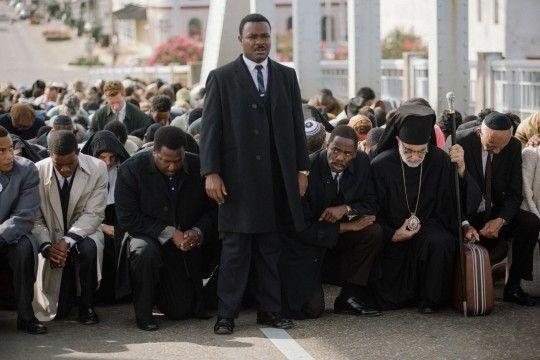 """Martin Luther King (David Oyelowo) pendant la marche de """"Selma"""" (Pathé)"""