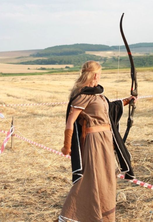 dacian woman femeie daca dace romanians ancient dacians traditional clothing
