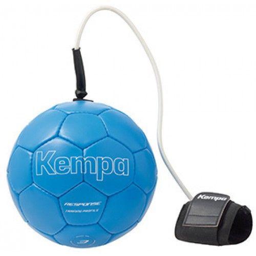 Nouveau ballon d'entraînement spécialement conçu pour améliorer la réaction et la coordination des joueurs de handball. Ballon de handball relié à un cordon élastique se fixant au poignet du joueur à l'aide d'un bandage à scratch.