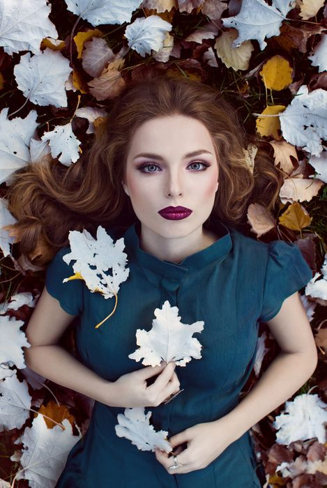 Model: Ana Maria Achim / MUA: Ioana Cristea / Hair: Iulian Urlan / Dress: Roxana Porumbacu / Photography: Oana Parache #oanaparache #autumn #leaves #white #twilight