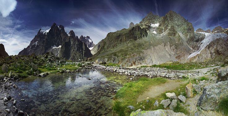 Mont Pelvoux i lodowiec Blanc.