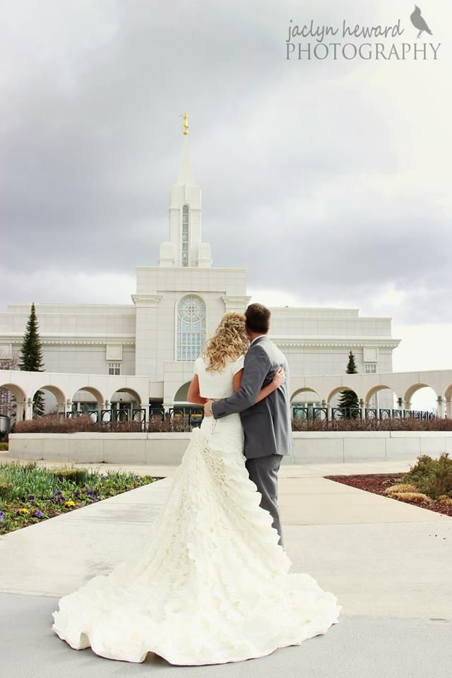 Bountiful temple wedding pictures Stunning modest wedding dress Jaclyn Heward Photography
