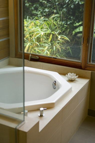Best 25 small soaking tub ideas on pinterest japanese for Small japanese soaking tubs small bathrooms
