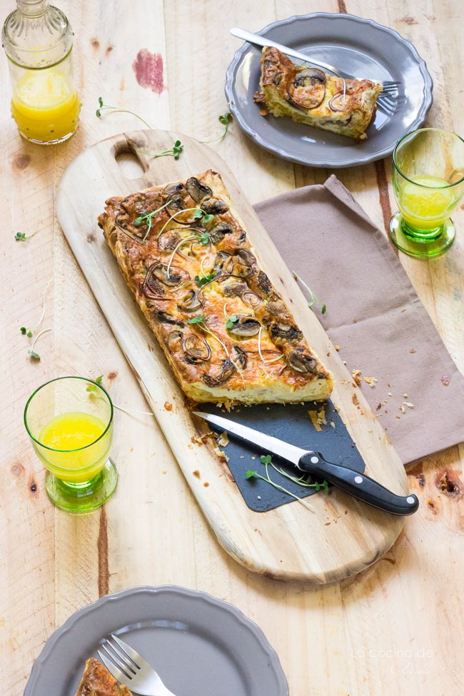 Quiche de champiñones, queso Gouda viejo y cebolla roja Mushroom, old Gouda and red onion quiche #food #foodphotography #foodstyling #recipeoftheday