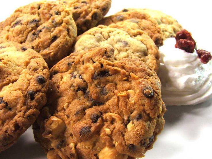 I cookies al cioccolato sono un biscotto tipico americano molto amato anche dalla cucina italiana. In questa ricetta abbiamo aggiunto nell'impasto un ingrediente segreto che li rende oltre che gustosi, dei potenti antiossidanti: iCranberries essiccati Eurocompany! Provare per credere! N.B Forse non tutti sanno che per quando si cucinano dei dolci con pezzi di cioccolato,…