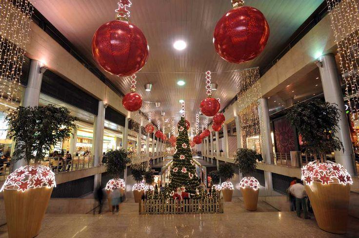 Decoraci n navidad centros comerciales fabregat - Como decorar un bar ...