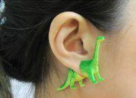 Des boucles d'oreilles dinosaures pour un look jurassique
