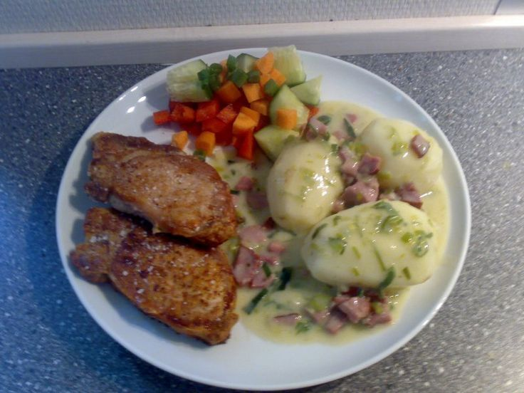 Koteletter m. salat, kartoffel og lækker porre/mørbrad sovs