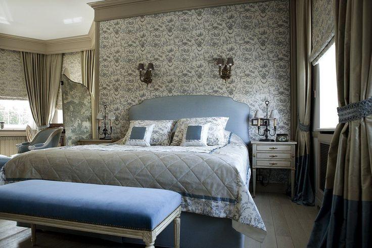 Французские интерьеры: 80 роскошных идей для аристократов и просто ценителей прекрасного http://happymodern.ru/francuzskie-interery/ Обои с романтическими узорами станут украшением спальни французского стиля