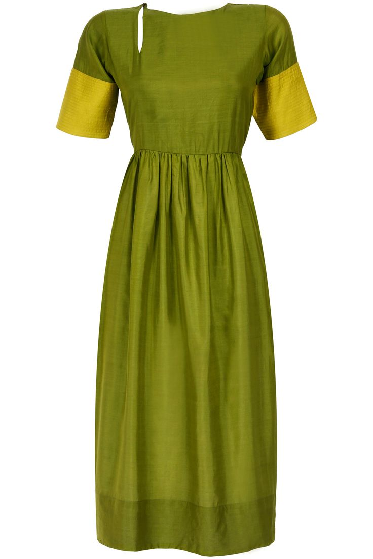 Green keyhole kurta dress available only at Pernia's Pop-Up Shop.