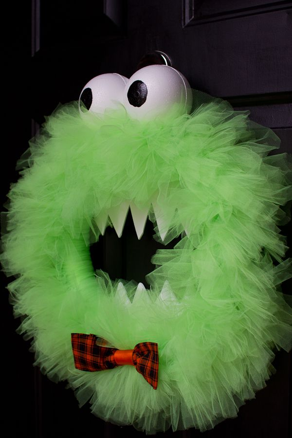 Monster wreathHoliday Ideas, Cookie Monster, Cookies Monsters, Halloween Decor, Monsters Parties, Tulle Wreaths, Halloween Fal, Halloween Wreaths, Monsters Wreaths