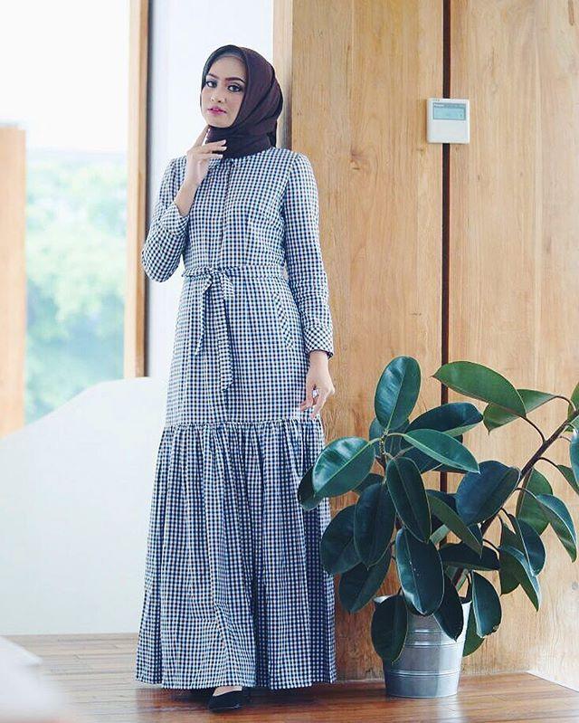 i will always need a plaid print dress with an unique cutting. love it! @hanazaida ❤️❤️❤️